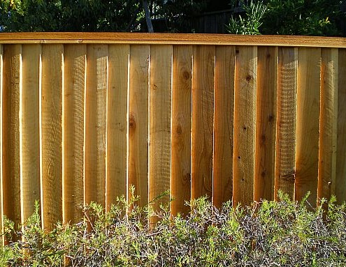 PICTURE FRAME LOUVERED REDWOOD FENCING